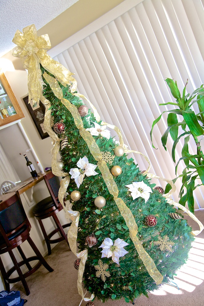 Review 6 1 2 Pre Decorated Pull Up Christmas Tree From Improvements