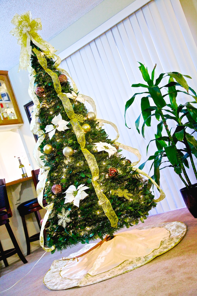Pull-up Christmas Tree, pre-lit, pre-dcorated and with optional tree skirt