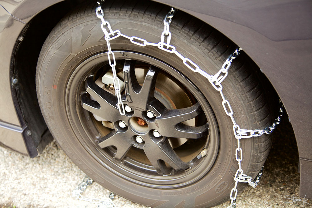 Ensure the tire chain covers the tire evenly and completely.