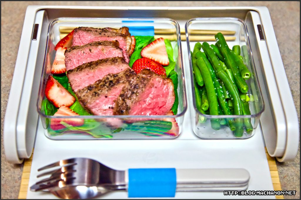 Steak salad with green bean sides