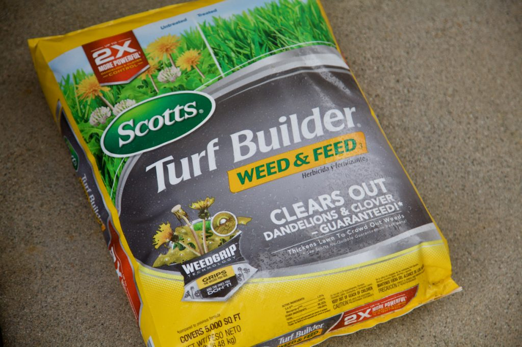 Scotts Turf Builder Weed & Feed.